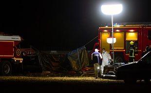 Les secours interviennent sur l'autoroute A7 où un véhicule a pris feu. Cinq enfants ont perdu la vie et quatre personnes ont été grièvement blessées à hauteur d'Albon, dans la Drôme.