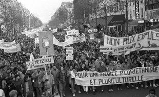 """Le 3 décembre 1983, 100.000 personnes accueillaient à Paris la """"Marche pour l'égalité et contre le racisme"""". Rebaptisée """"Marche des Beurs"""", elle a marqué l'entrée sur la scène politique des enfants d'immigrés qui, 30 ans plus tard, dressent un bilan mitigé de leur """"Mai 68""""."""