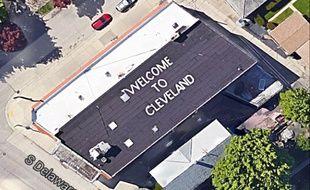 «Bienvenue à Cleveland», est-il écrit sur le toit de Mark Gubin. Sauf qu'il habite à Millwaukee.