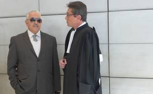 Stephan Turk, le bujouier braqué, et son avocat ce lundi matin au palais de justice de Nice.