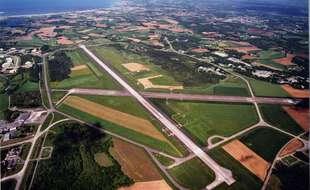 Vue aérienne de la base aéronavale de Lann-Bihoué à Lorient.