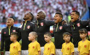 Les Péruviens, transcendés par leur hymne national.