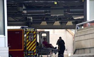 Entrée du service des urgences de l'hôpital Purpan à Toulouse, en 2011