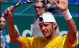 Paul-Henri Mathieu a battu l'ancien numéro un mondial russe, Marat Safin, 6-0, 7-5, au premier tour, mardi lors de la 2e journée du tournoi de tennis sur terre battue de Monte-Carlo, 3e Masters Series du circuit masculin ATP.