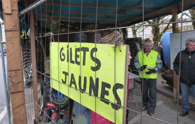 Convergence des luttes. Appel au 5 mai. La Fête à Macron !  - Page 3 640x410_cabane-gilets-jaunes-commercy