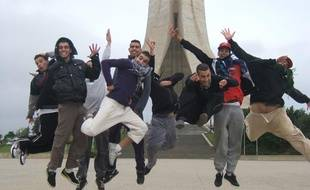 Les jeunes danseurs algériens de la création Nya illustrent la tendance hip-hop.
