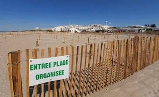 A La Grande Motte, un espace unique en France de 2.000 m2 sur la plage est réservé au bronzage.