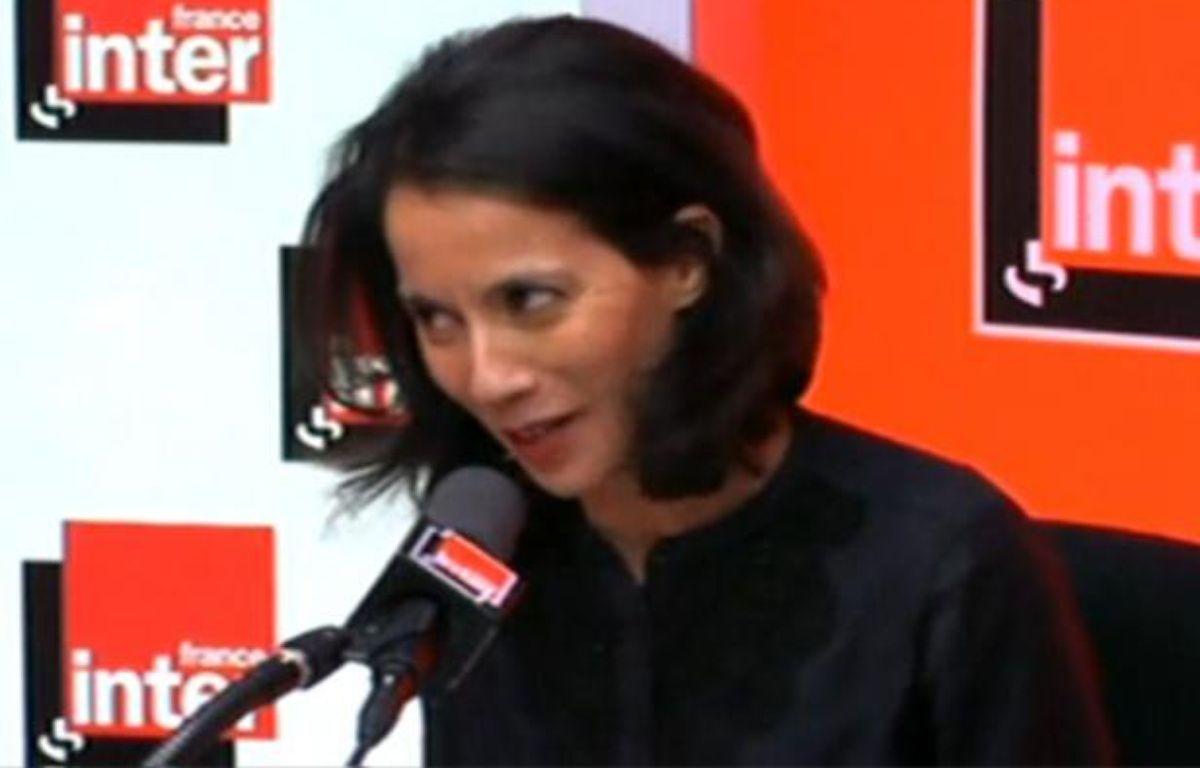 Sophia Aram, humoriste sur France Inter, en pleine chronique, le 4 janvier 2011. – CAPTURE D'ECRAN/20MINUTES.FR