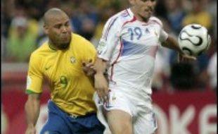 Le Brésil et la France étaient à égalité 0 à 0 à la mi-temps en quarts de finale du Mondial 2006 de football, samedi à Francfort.