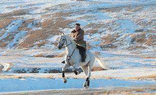 Kim Jong-un à cheval au Mont Paektu (image diffusée par l'agence Nord coréenne le 16 octobre 2019).