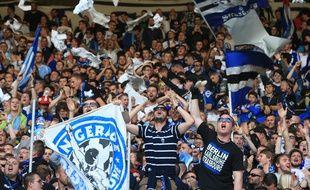Strasbourg, le 22 mai 2015. - Le kop strasbourgeois lors de Racing-Colomiers. A partir de la saison 2016-2017, le kop quitte son quart de virage (1.008 places) pour investir la tribune Ouest haute (3.000 places)