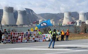 Une amende de 1.500 euros a été requise par le parquet général jeudi devant la cour d'appel de Nîmes contre deux militants de Greenpeace qui s'étaient introduits dans la centrale nucléaire de Cruas (Ardèche) en décembre 2011.