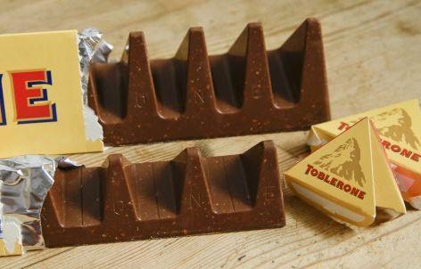 Le Toblerone a subi une légère transformation qui ne plaît pas aux amateurs de la barre chocolatée  – Alastair Grant/AP/SIPA