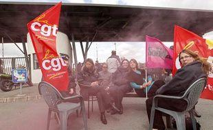 Le piquet de grève au dépôt de bus de Transpole à Sequedin le 15 mai 2013.