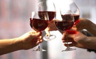 Un verre de vin par jour augmente le risque de développer un cancer, selon l'Inca.
