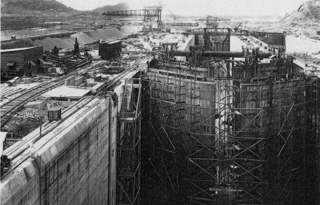 Photo d'archive fournie par la Commission du canal de Panama du 6 juillet 1913 montrant le canal en construction