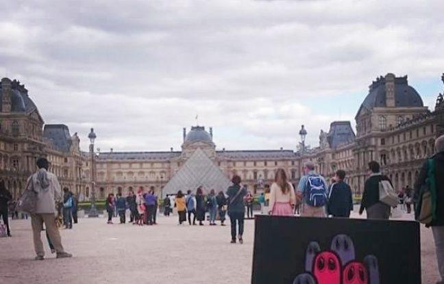 Après avoir fait un tour à l'étranger, une des toiles de Mate est revenue en France, à Paris.