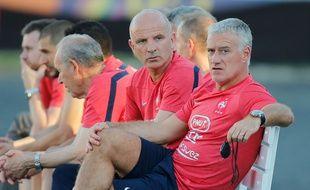 Didier Deschamps et son adjoint Guy Stephan lors de la Coupe du monde au Brésil, le 21 juin 2014.