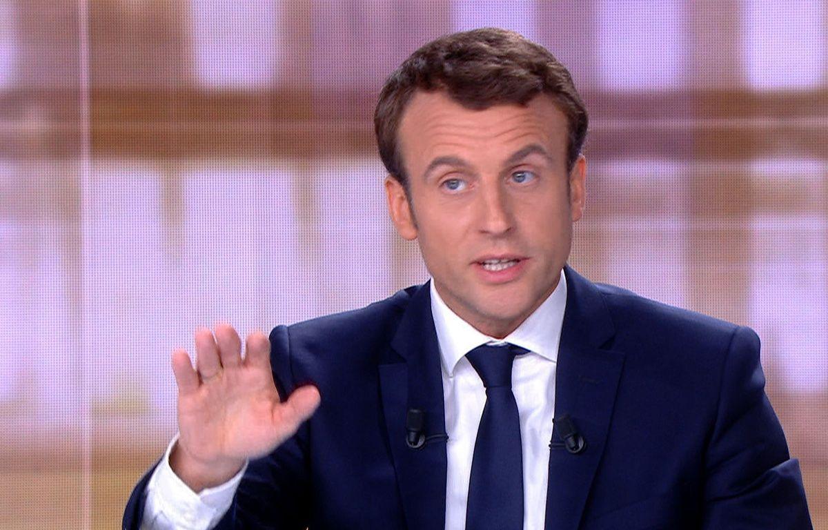 Emmnauel Macron, le candidat d'En Marche!, sur le plateau du «Grand Débat» (TF1 et France 2), le 3 mai 2017. – AFP