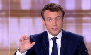 Emmnauel Macron, le candidat d'En Marche!, sur le plateau du «Grand Débat» (TF1 et France 2), le 3 mai 2017.