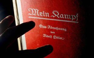 Un exemplaire du manifeste antisémite d'Adolf Hitler, «Mein Kampf».