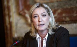 """Marine Le Pen s'est par ailleurs étonnée des déclarations de M. Ménard selon lesquelles il n'aurait """"rien négocié"""" avec le FN. """"Bien sûr qu'il y a eu des discussions avec le FN, et très approfondies. On n'accorde pas l'investiture à quelqu'un comme ça, ça ne tombe pas du ciel"""", a-t-elle affirmé."""