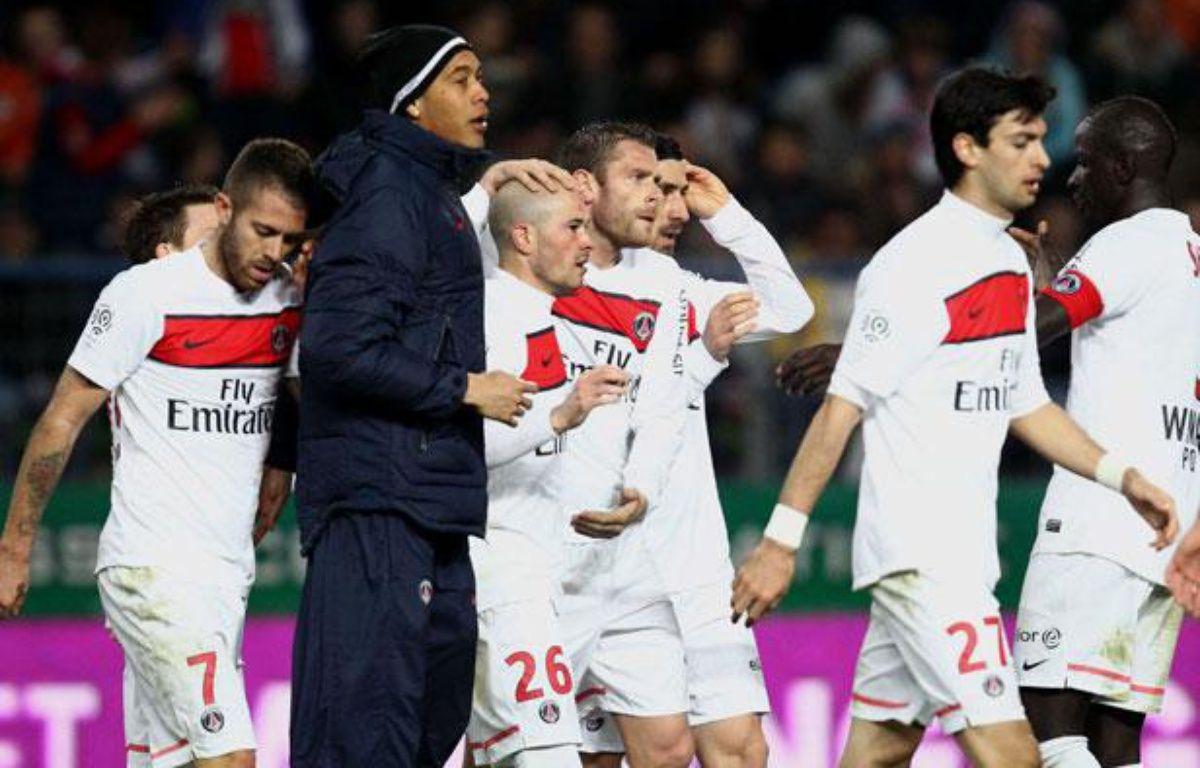 Les Parisiens Hoarau, Menez, Armand et Pastore félicient Christophe Jallet, buteur face à Caen le 18 mars 2012 – D.VINCENT/SIPA
