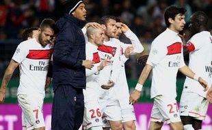 Les Parisiens Hoarau, Menez, Armand et Pastore félicient Christophe Jallet, buteur face à Caen le 18 mars 2012