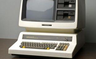 Une pièce du musée de l'informatique. Ce modèle japonais a été utilisé chez L'Oréal pour l'informatisation des premières chaînes de production.