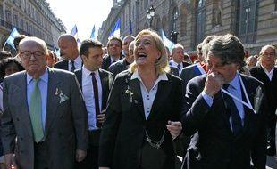 Jean-Marie et Marine Le Pen et Gilbert Collard le 1er mai 2012.