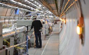 Six ans après la découverte du boson de Higgs, des physiciens ont annoncé mardi avoir enfin observé la désintégration de cette particule fondamentale, qui donne leur masse à nombre d'autres particules, en une paire de petites particules, les