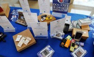 Des saisies de contrefaçons exposées avant destruction, au ministère de l'Économie, à Paris, le 12 mars 2014