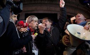 Renaud et Christophe Aleveque,Place de la Republique, le 7janvier 2016 à Paris.AFP / KENZO TRIBOUILLARD