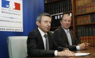 Le procureur de Perpignan Achille Kiriakides (G), aux côtés du directeur départemental de la Sûreté Yannick Janas (D) lors d'une conférence de presse à Perpignan le 5 janvier 2016