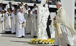 Le pape François célèbre une messe devant 170.000 catholiques dans un stade d'Abou Dabi, le 5 février 2019.