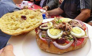 A Nice, le pan bagnat fait même l'objet d'un championnat du monde