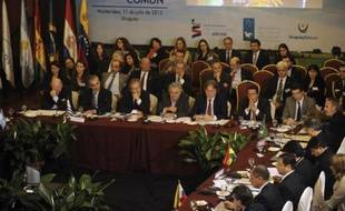 Les présidents du Mercosur ont fait preuve de fermeté vendredi face à quatre pays européens après la fermeture de leur espace aérien au président bolivien et estimé par ailleurs qu'il était temps d'imposer des limites aux pratiques d'espionnage.