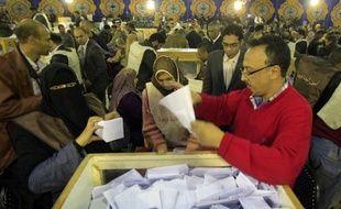 Les islamistes égyptiens, réprimés sous le régime de Hosni Moubarak, semblaient se diriger mercredi vers une victoire lors la première phase des législatives marquant le coup d'envoi de la transition vers la démocratie dans le pays arabe le plus peuplé.