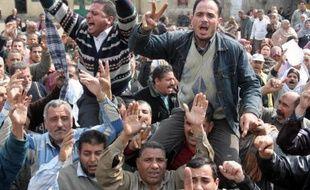 Au moins une personne a été tuée et 237 blessées mercredi lors de heurts entre partisans et opposants du président islamiste Mohamed Morsi en Egypte, dernier épisode en date des troubles dans ce pays profondément divisé, selon le ministère de la Santé.