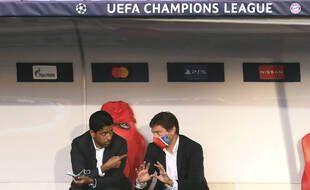 Nasser Al-Khelaïfi et Leonardo en grande discussion à la veille de la finale de la Ligue des champions entre le PSG et le Bayern Munich, le 23 août 2020.
