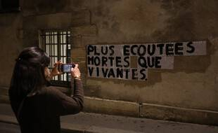 Un collage féministe à Paris, illustration