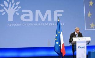 Le président de l'Association des maires de France (AMF) Jacques Pelissard, le 24 novembre 2011 lors d'un congrès Porte de Versailles.