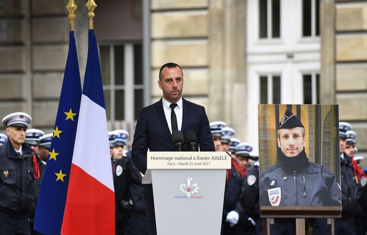 Etienne, le compagnon de Xavier Jugelé, policier tué lors de l'attentat des Champs-Elysées a rendu un hommage vibrant à son partenaire. – AFP