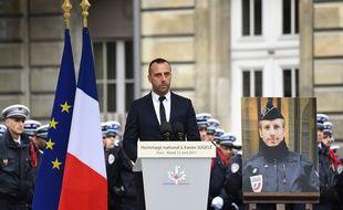 Etienne, le compagnon de Xavier Jugelé, policier tué lors de l'attentat des Champs-Elysées a rendu un hommage vibrant à son partenaire.