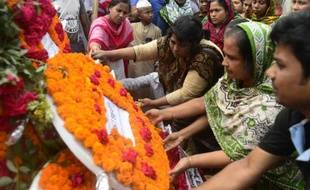 Des proches des victimes du Rana Plaza au Bangladesh commémorent le 24 avril 2015 le deuxième anniversaire de la catastrophe à Savir, près de Dhaka