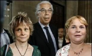 La chambre de l'instruction de la cour d'appel de Bordeaux va examiner jeudi l'appel du Dr Laurence Tramois et de l'infirmière Chantal Chanel, renvoyées devant la cour d'assises de la Dordogne pour une affaire d'euthanasie concernant une patiente cancéreuse en fin de vie.