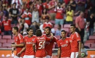 Les joueurs de Benfica célèbrent un but contre Pacos de Fereira, le 14 septembre 2013, à Lisbonne.