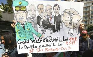 Affiche des manifestants en Algérie