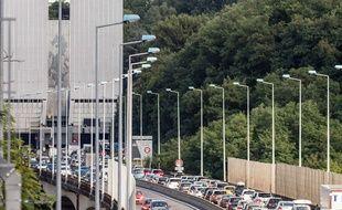 Le tunnel est interdit aux camions et autocars depuis le 4 octobre 2017.