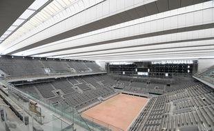 Le court Philippe-Chatrier à Roland-Garros dispose désormais d'un toit.